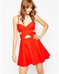 Женское красное платье с плиссированной юбкой