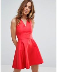 Женское красное платье с плиссированной юбкой от Sisley