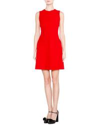 Женское красное платье с пышной юбкой от Giorgio Armani
