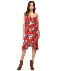Красное свободное платье с цветочным принтом