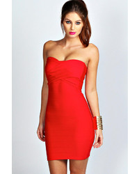 Красное шелковое облегающее платье