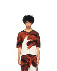 Красно-белая футболка с v-образным вырезом с принтом