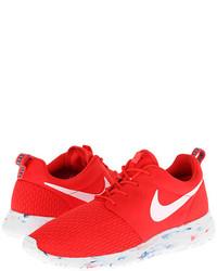Красно-белые кроссовки