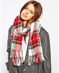 Красно-белый шарф в шотландскую клетку