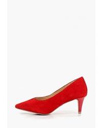 Красные замшевые туфли от Caprice
