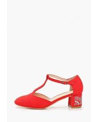 Красные замшевые туфли от T.Taccardi