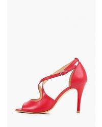 Красные кожаные босоножки на каблуке от Bata