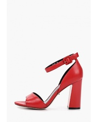 Красные кожаные босоножки на каблуке от Vitacci