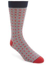 Красные носки в горизонтальную полоску