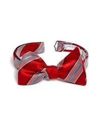 Красный галстук-бабочка в вертикальную полоску