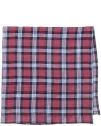 Красный нагрудный платок в шотландскую клетку