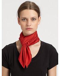 Красный шарф в горошек