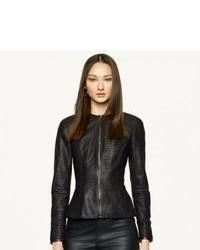 Топсайдеры и куртка — прекрасный вариант простого, но стильного лука.