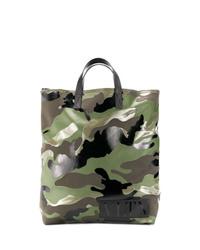 Мужская оливковая большая сумка из плотной ткани с камуфляжным принтом от Valentino