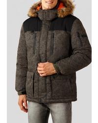 Мужская оливковая куртка-пуховик с камуфляжным принтом от FiNN FLARE