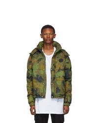 Мужская оливковая куртка-пуховик с камуфляжным принтом от Off-White