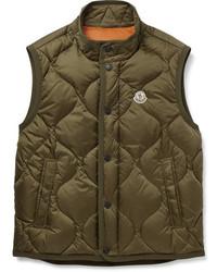 Оливковая стеганая куртка без рукавов