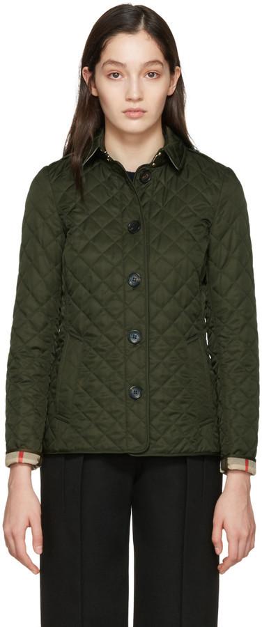 8274ced2ad28 Женская оливковая стеганая куртка от Burberry   Где купить и с чем ...