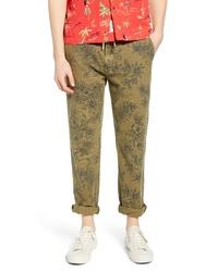 Оливковые брюки чинос с принтом