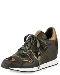 Оливковые кожаные кроссовки на танкетке