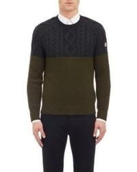 Оливковый вязаный свитер
