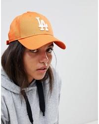 Женская оранжевая бейсболка с вышивкой от New Era