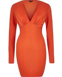 Оранжевое облегающее платье