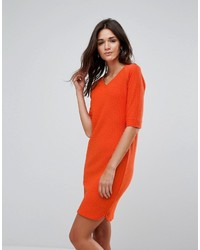 Женское оранжевое платье прямого кроя от B.young