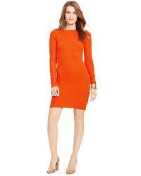 Оранжевое платье-свитер