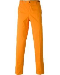 Оранжевые брюки чинос