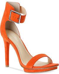 Оранжевые кожаные босоножки на каблуке