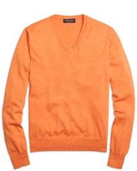Оранжевый свитер с v-образным вырезом