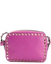 Пурпурная кожаная сумка через плечо с шипами