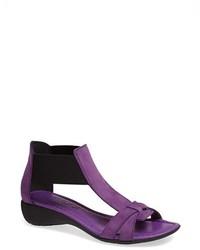 Пурпурные кожаные босоножки на каблуке