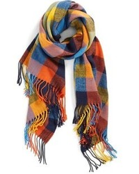 Разноцветный шарф в шотландскую клетку
