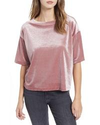 Розовая бархатная футболка с круглым вырезом