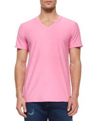Розовая футболка с v-образным вырезом