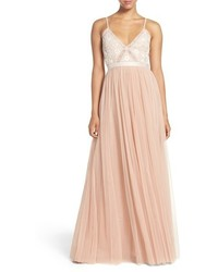 Розовое вечернее платье с вышивкой