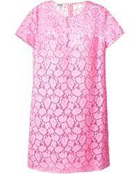 Розовое кружевное платье прямого кроя