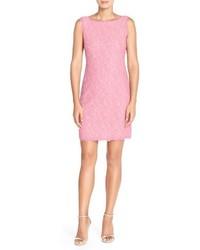 Розовое кружевное платье-футляр