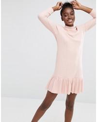 Женское розовое платье-свитер с рюшами
