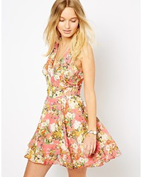 Розовое платье с плиссированной юбкой с цветочным принтом