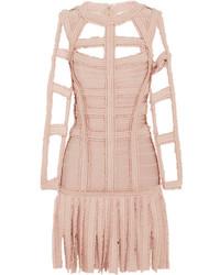 Розовое платье-футляр c бахромой