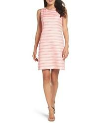 Розовое твидовое платье-футляр