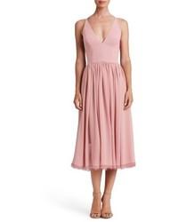 Розовое шифоновое платье-миди