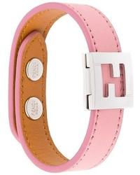 Розовый браслет от Fendi
