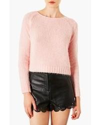 Розовый пушистый свитер с круглым вырезом