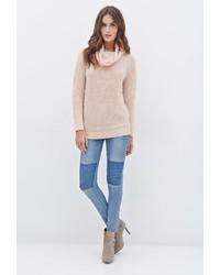 Розовый свитер с хомутом