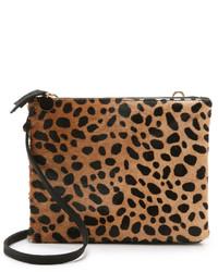 Светло-коричневая замшевая сумка через плечо с леопардовым принтом от Clare Vivier