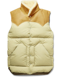 Светло-коричневая куртка без рукавов